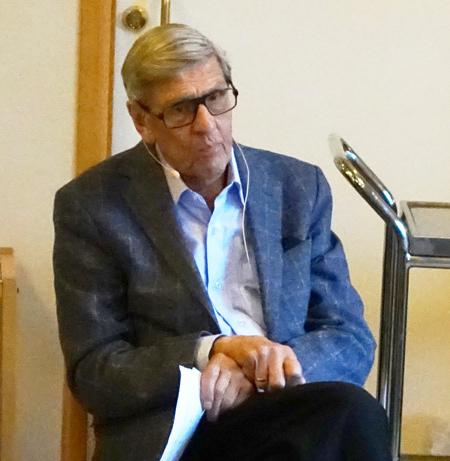 Lidingövillors ordförande Alf Lundberg ledde debatten.