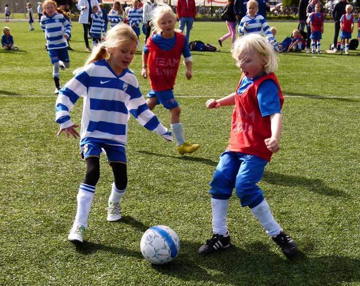 Lidingösidan - Prova-på-fotboll för tjejer 8d498537fd7cc